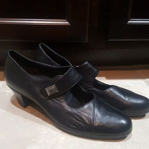 MUNRO Black Leather Mary Janes - Size 12